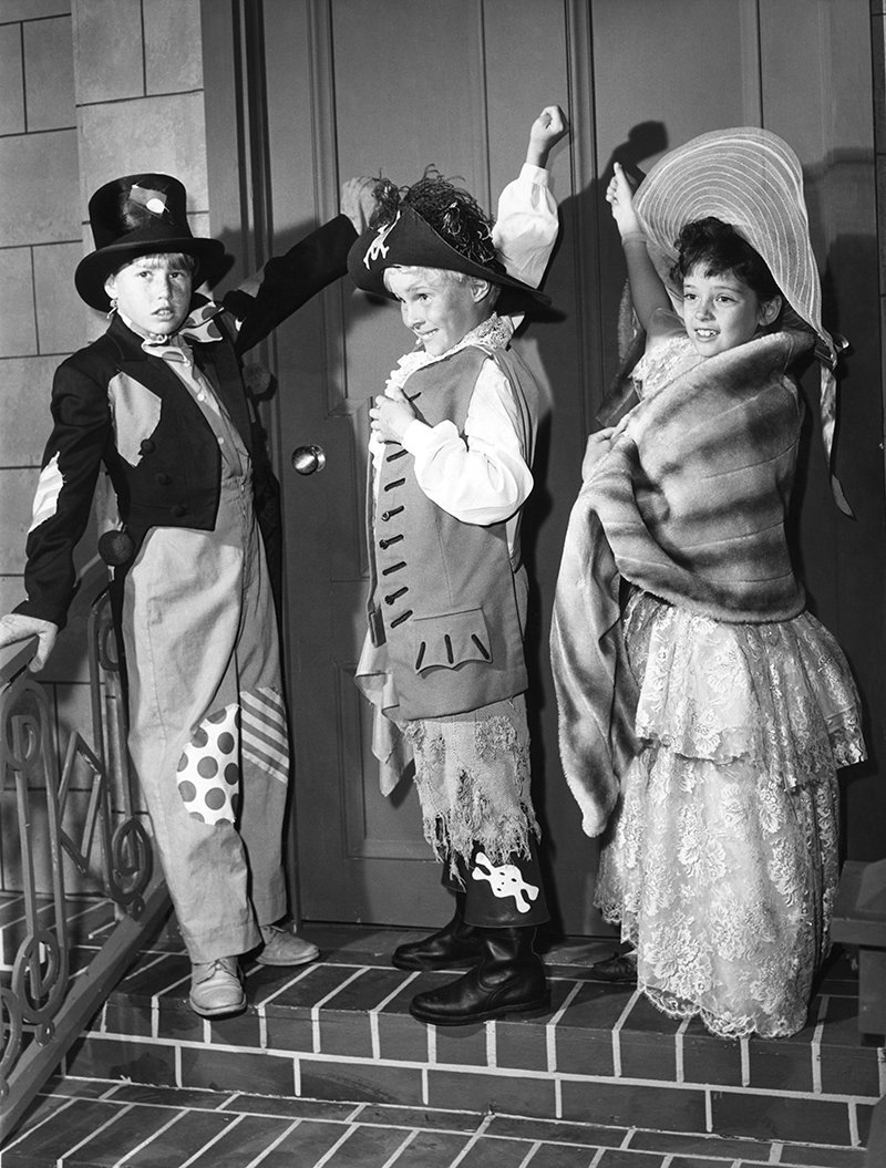 Image The Everett Collection  sc 1 st  MeTV & 18 photos of TV stars in Halloween costumes to get you in an October ...