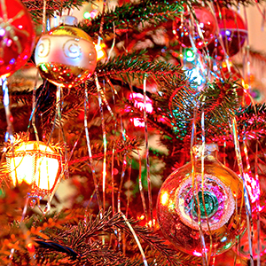 3 the popular version of the 20th century contained lead until 1972 - Tinsel Christmas Decorations