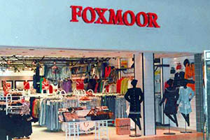 12 More Extinct Mall Stores You Will Never Shop At Again