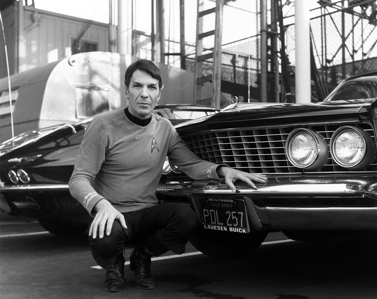 16 awesome behind-the-scenes photos from the set of 'Star Trek'