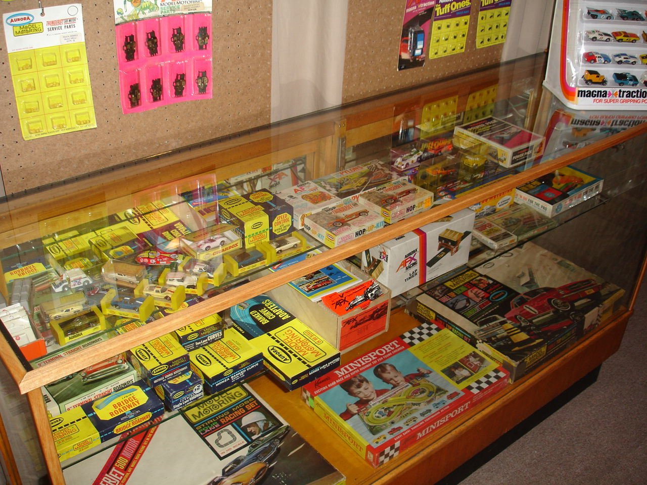 MeTV Fan Collections—Race to see vintage slot cars from the