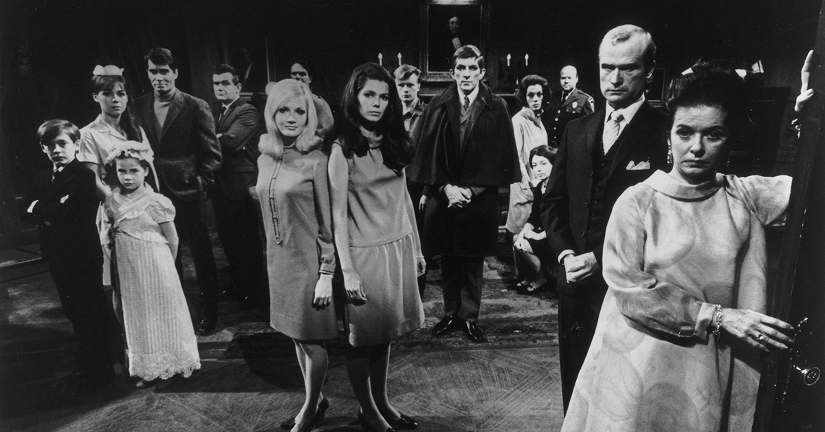 9 terrifyingly amusing facts about 'Dark Shadows'