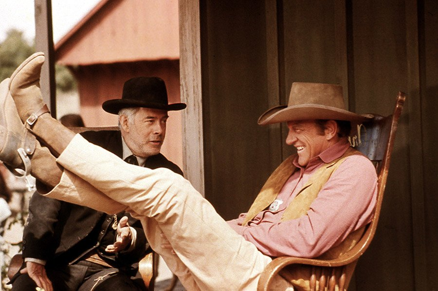 17 revealing behind-the-scenes-photos from Gunsmoke